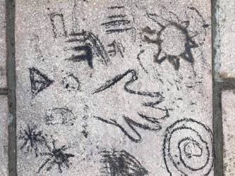 伊西一直在创作一些很棒的洞穴艺术!