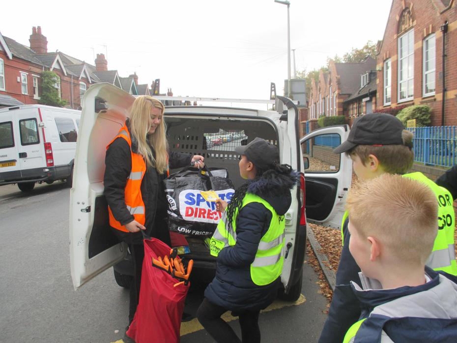 Junior PCSO issuing a parking warning
