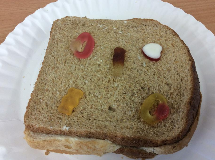 Jellied sweets are layered between slices of bread
