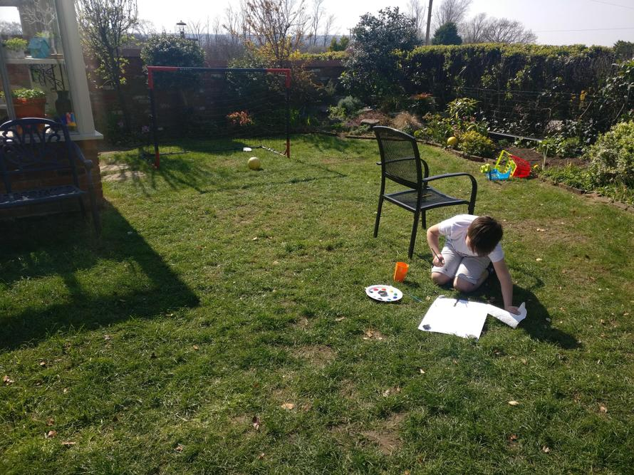 Outdoor learning - art lessons in the sun