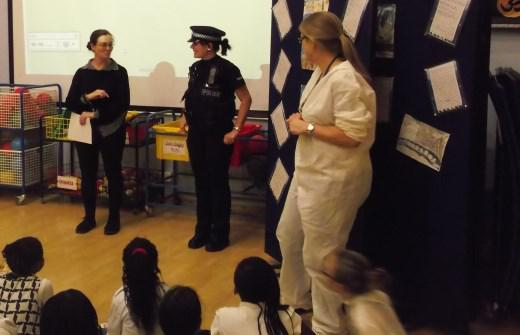 LKS2 acting as witnesses to Mrs Keen's arrest