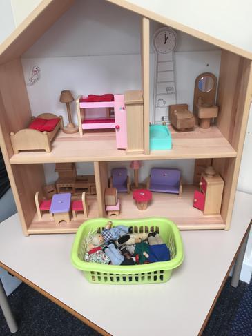Mini World Dolls House