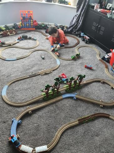 Making 'straight' and 'curved' parts of your train track to change direction!