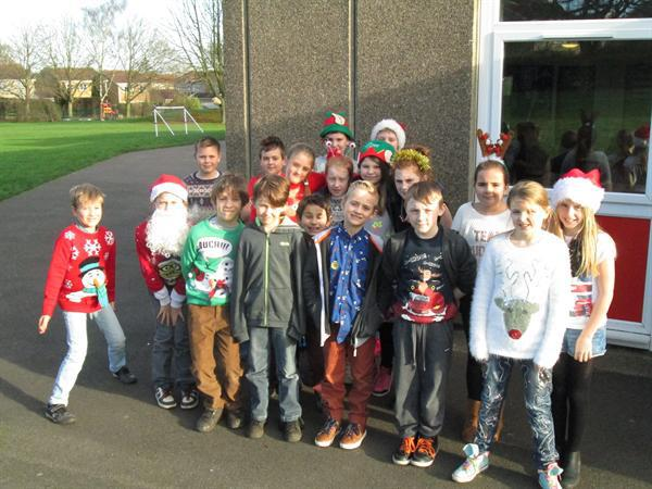 Class 5 ready for Christmas (1)