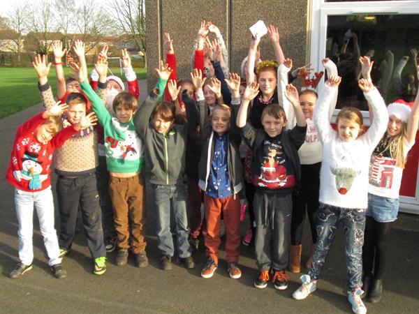 Class 5 ready for Christmas (2)