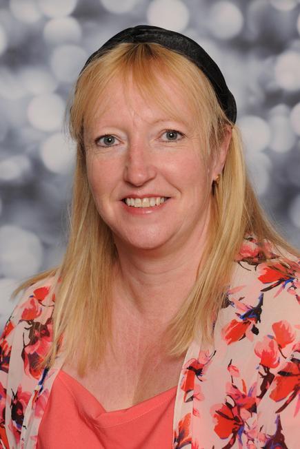 Mrs Lisa Winder- Higher Level TA Y5