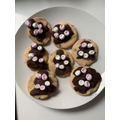 Innes has baked some deliciious marshamallow and chocolae biscuits.