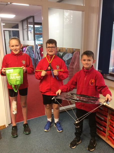 Y5 spacecraft engineers design space capsules to land an eggnaut safely back on Earth!