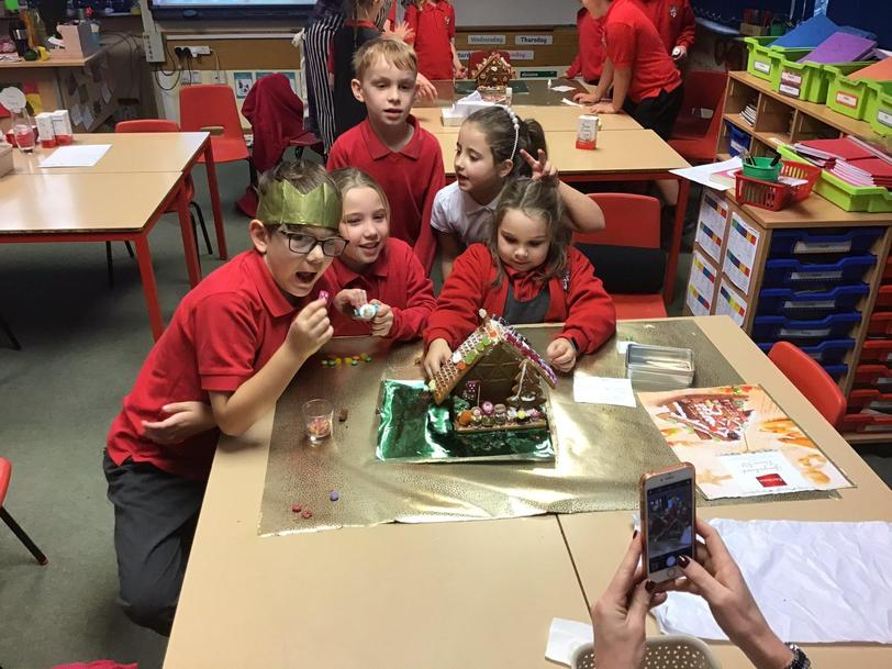 Y3 designing a gingerbread house xmas competition