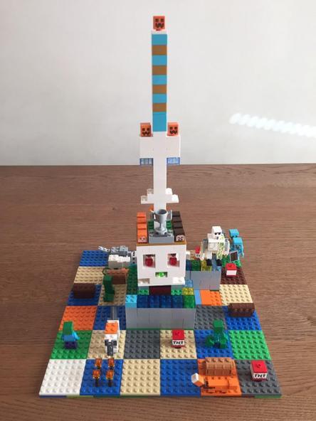 Minecraft tower board game