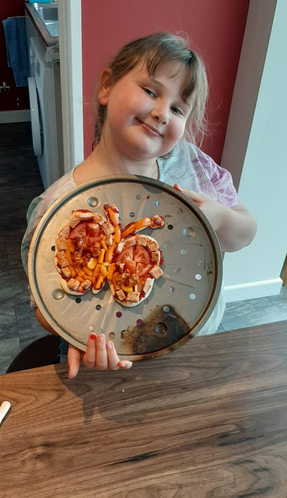 Such a creative pizza by Layla.