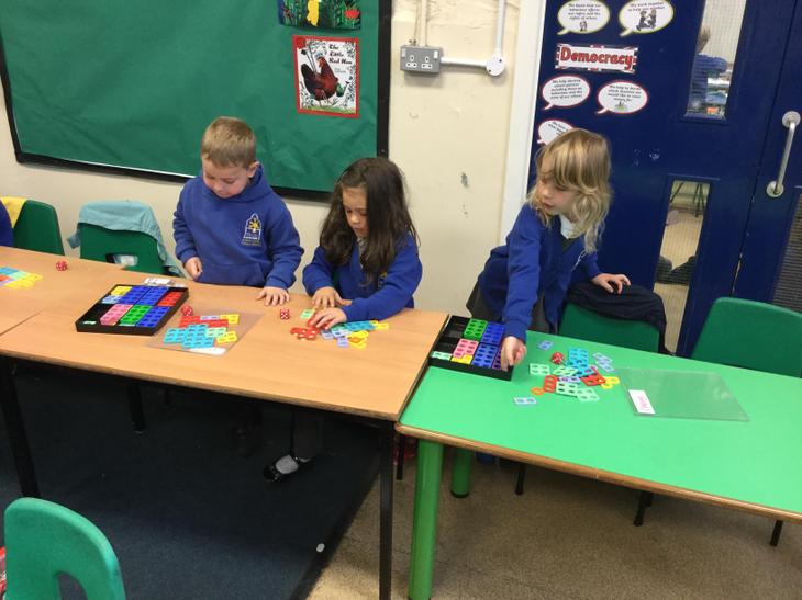 Match numicon pieces to numbers and making a number through using two numicon pieces