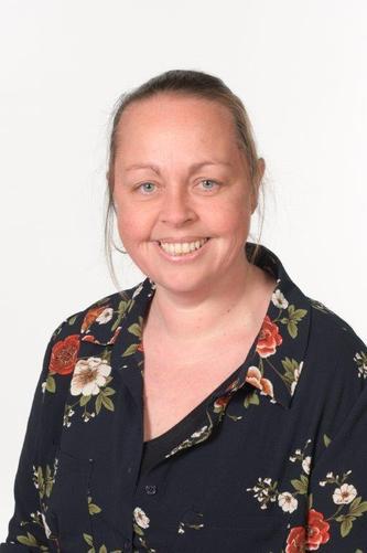 Mrs L Hunt HEAD TEACHER