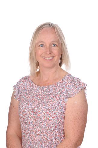 Mrs Lynne McKinnon