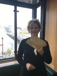 Anna Soubry in Parliament with our Refugee Tags