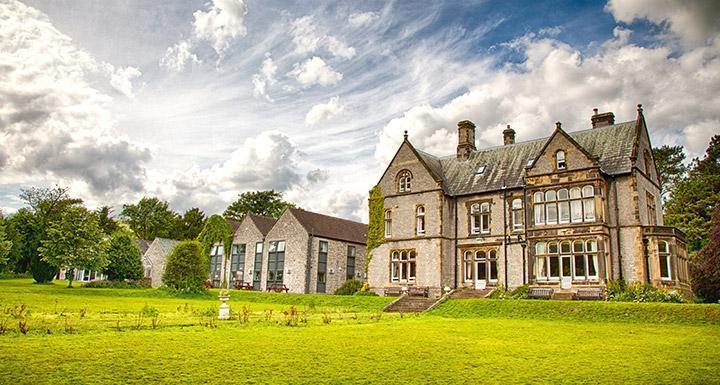 Losehill Hall Youth Hostel in Castleton