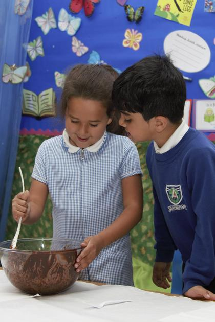 Year 1 making Crispie Cakes - July 2021