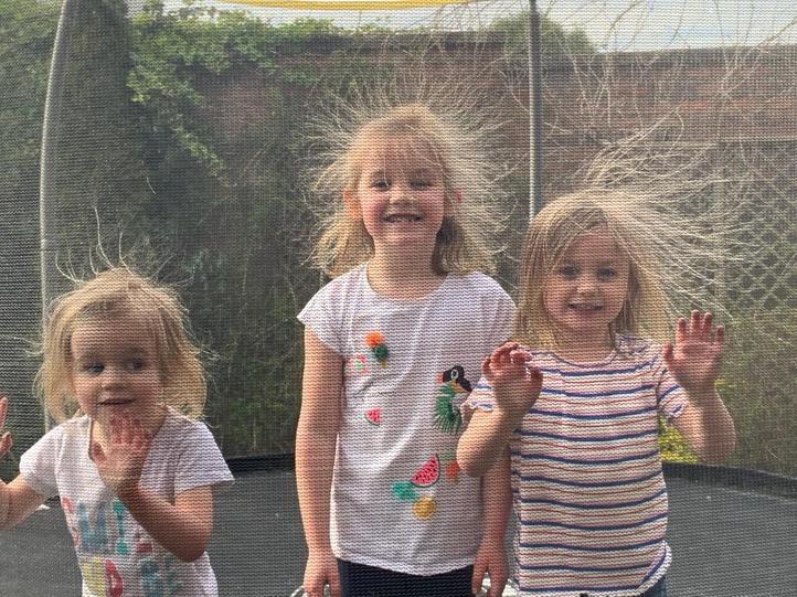 Crazy hair girls!