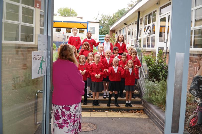 The choir sing!