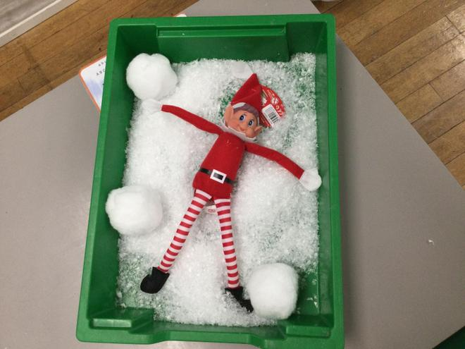 7/12/2020- The naughty elf visited class 2LH and had fun throwing snowballs.