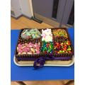 A scumdiddlyumptious prize cake!