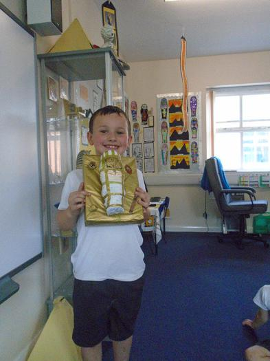 Theo show his Egyptian sarcophagus.