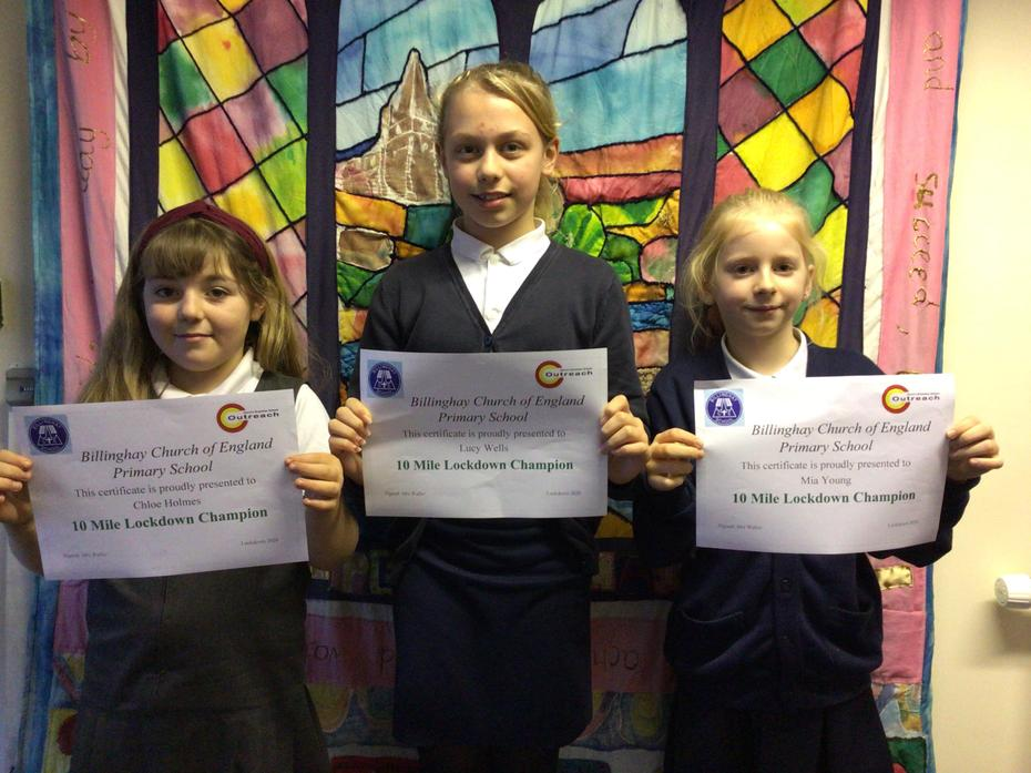 These 3 girls are the first to achieve a lockdown 10 mile champion award. Congratulations