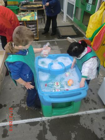 Water play - exploring the bubbles!
