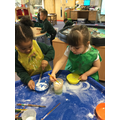 Investigating cornflour to make our own gloop