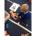 Measuring old and new toys using cube.