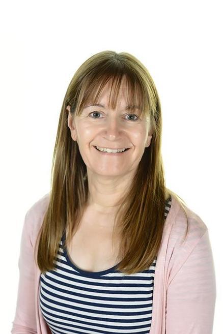 Mrs Hewitt    Robin Class
