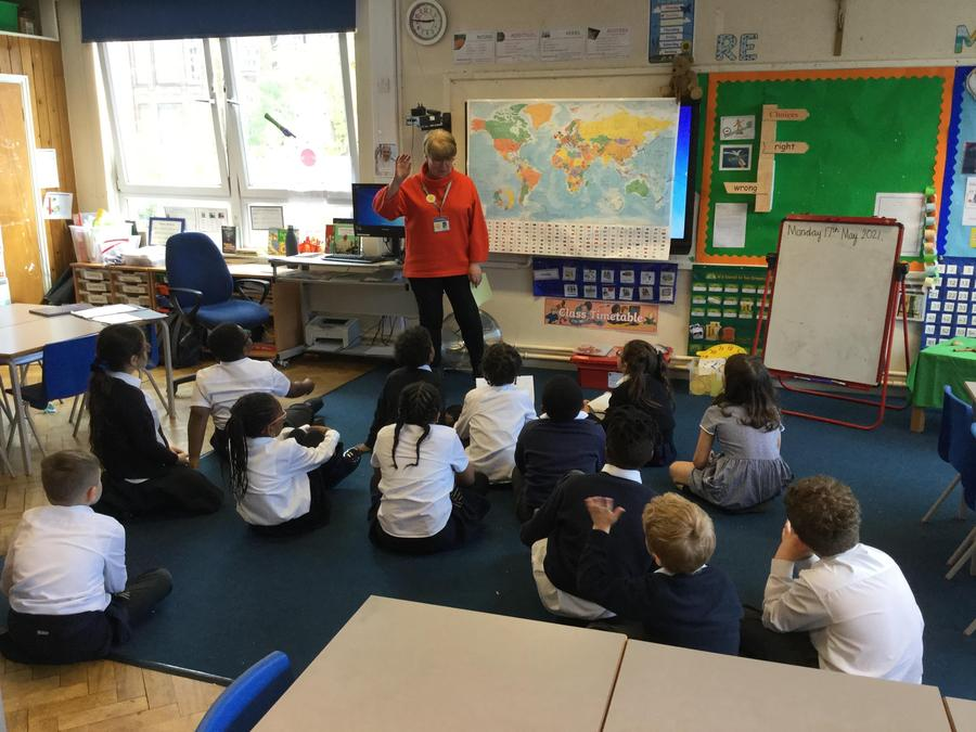 Where in the world? Plotting places of birth and languages spoken-with Miss Julia.