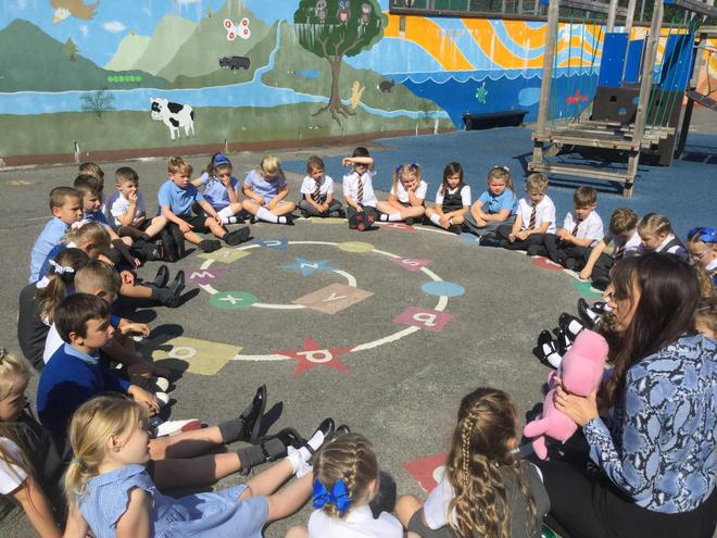 Year 2 enjoyed their first PSHE circle time with Jigsaw Jo.