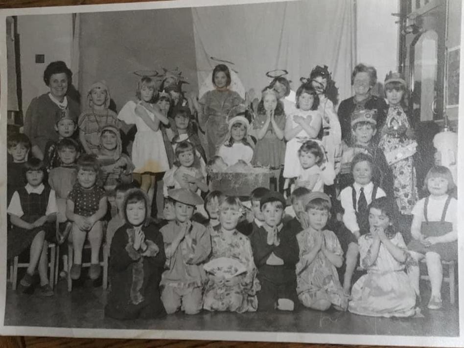 Bowdon Vale Infant School Dec 1966 (Mrs Evans back left, Mrs Beddows back right)