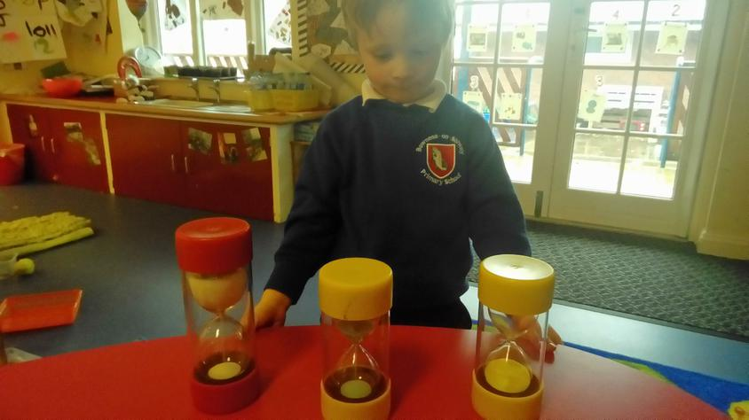 We love to make our own experiments in Class 1.