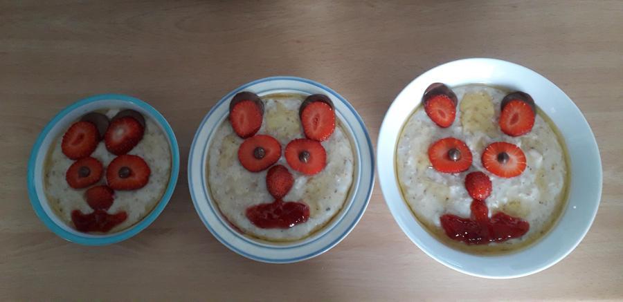 The 3 Bears porridge! Great decorating Lily!