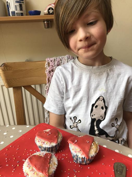 Delicious Alice in Wonderland inspired cakes.
