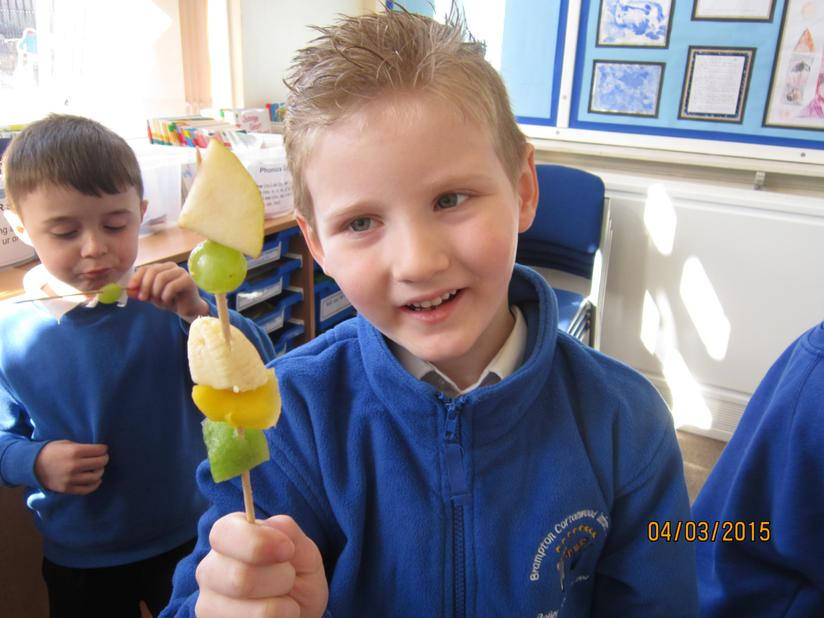 Fruit kebab made by following his own instructions