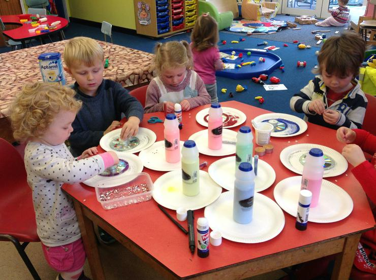 The children add jewels to the disks