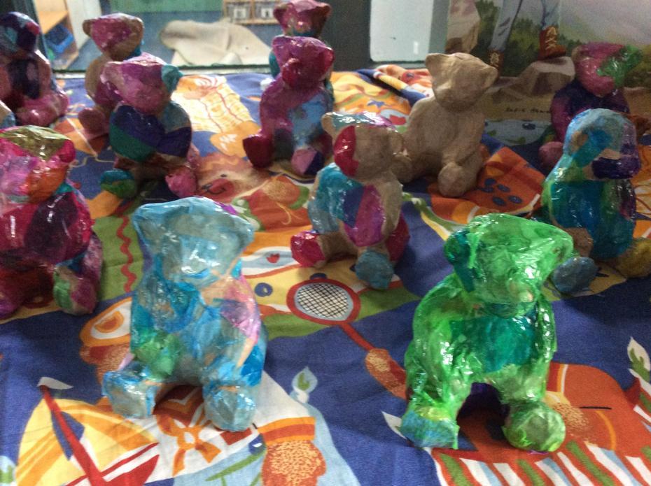 Decoupage bears.