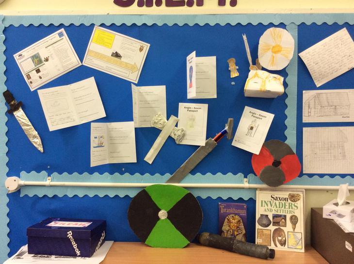 4B Saxon display