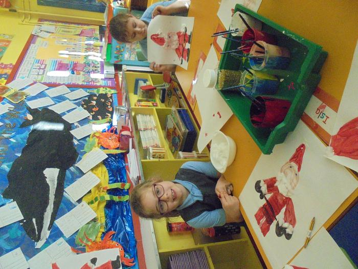 We painted Santa and talked about the presents we wish to receive.