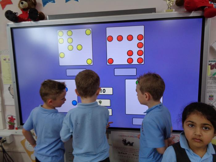 Using the SMART board to solve Numeracy problems.