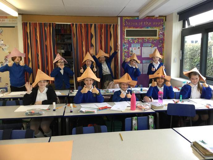 Pupils learning the Dutch song 'Hoedje van Papier'.