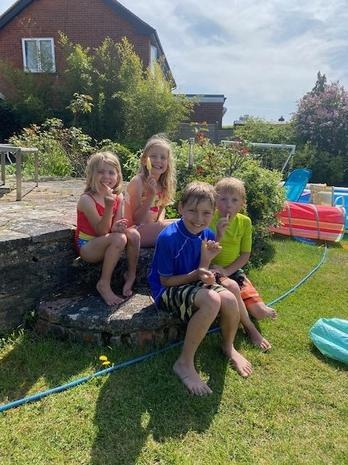 Ice lollies after water fun for Hetti & co!