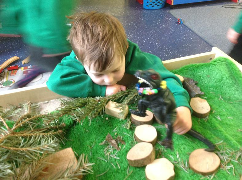 Playing and Exploring with small world and nature