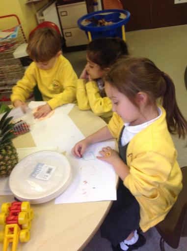Drawing and labelling the fruits they can see
