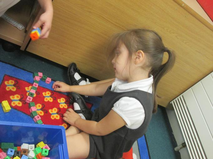 Making a repeating pattern using cubes