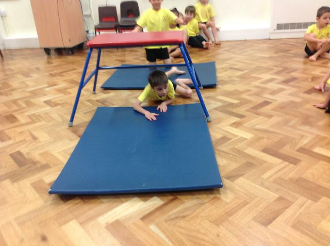 Travelling under apparatus during in PE