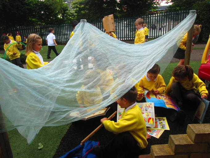 Making our own cosy book den outside